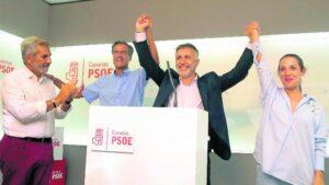 l secretario general del PSOE Canarias, Ángel Víctor Torres