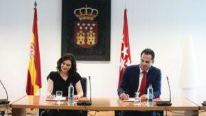 Ignacio Aguado e Isabel Díaz Ayuso en la firma del acuerdo de gobierno de la Comunidad de Madrid