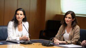 Rocío Monasterio, portavoz de Vox en la Asamblea de Madrid, junto a Isabel Díaz Ayuso