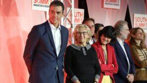 Pedro Sánchez junto a Manuela Carmena
