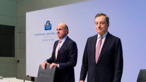 El presidente del BCE, Mario Draghi, y el vicepresidente, Luis de Guindos
