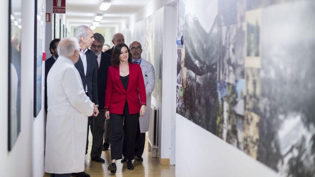 La presidenta del la Comunidad de Madrid, Isabel Díaz Ayuso, junto al consejero de Sanidad, Enrique Ruiz Escudero