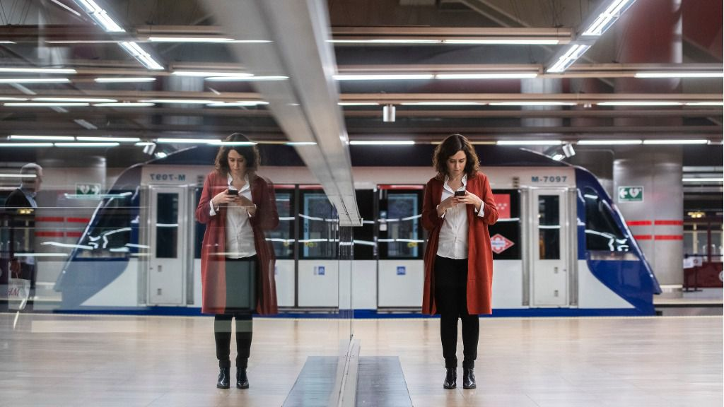 Isabel Díaz Ayuso metro