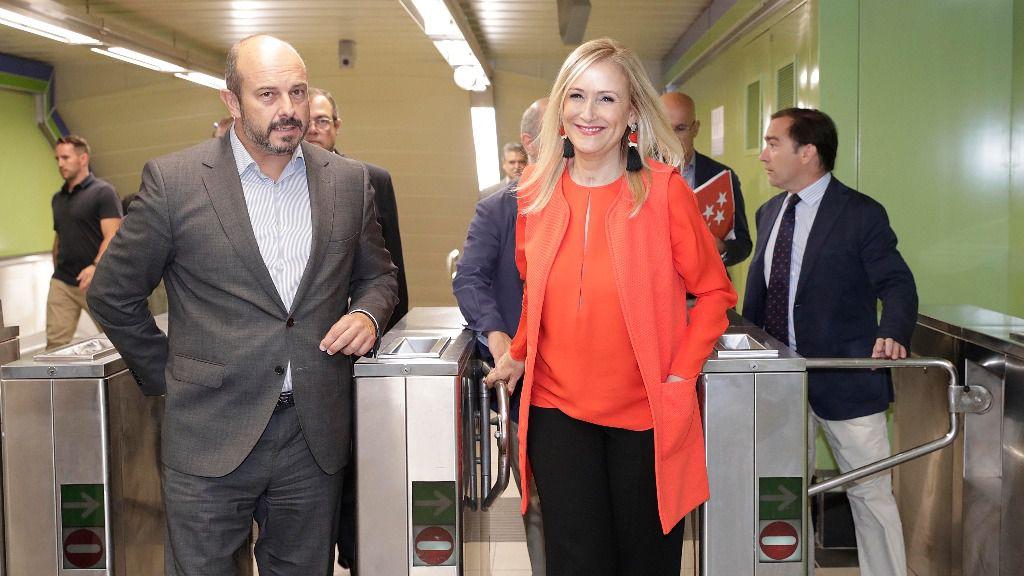 Cristina Cifuentes y el consejero de Transportes, Pedro Rollán