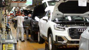 rabajadores en una fábrica de Audi