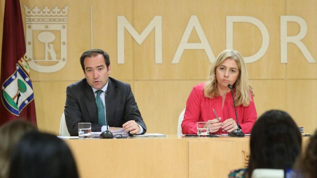Borja Carabante, delegado del Área de Medio Ambiente y Movilidad del Ayuntamiento de Madrid, e Inmaculada Sanz, portavoz del Ejecutivo local
