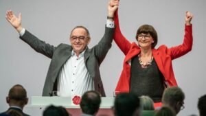Saskia Esken y Norbert Walter-Borjans durante el congreso del Partido Socialdemócrata Alemán (SPD)