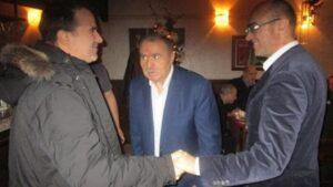 """""""Los dos hermanos Naydenov con su padre Stefan, también conocido como agente Nikolov"""""""