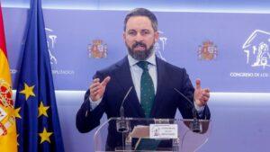 El presidente de Vox, Santiago Abascal, ofrece una rueda de prensa en el Congreso de los Diputados tras su consulta con el Rey