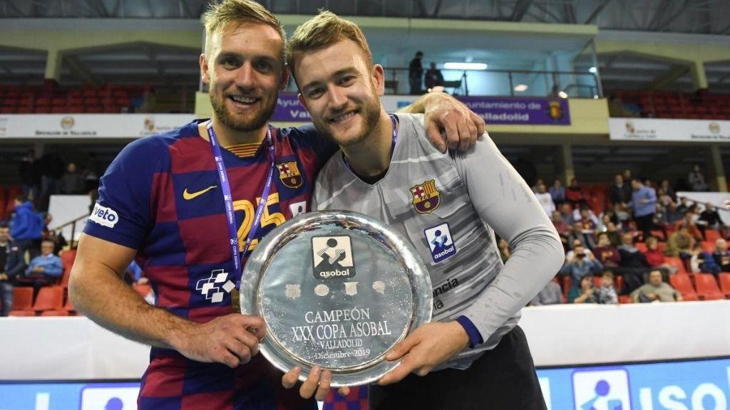 Luka Cindric y Gonzalo Pérez de Vargas, con la Copa Asobal de 2019