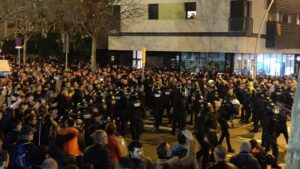Pelea multitudinaria entre Boixos Nois e independentistas a las puertas del Camp Nou en Barcelona, el 18 de diciembre de 2019