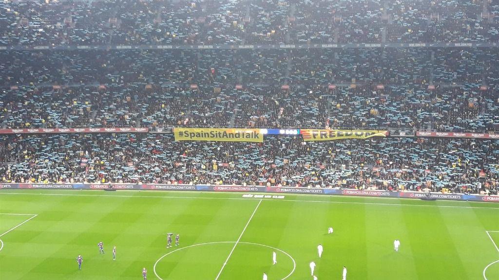 El Camp Nou al inicio del patido entre FC Barcelona y Real Madrid