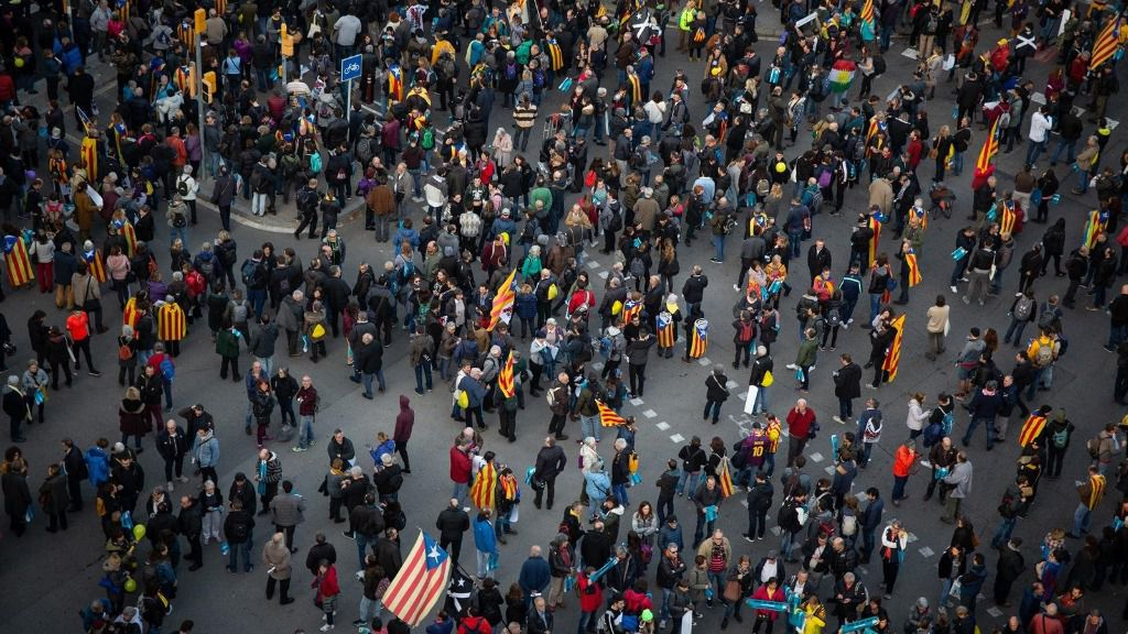 Manifestantes en el entorno del Camp Nou en la protesta de Tsunami Democràtic