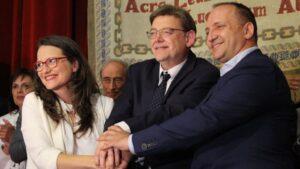 De izquierda a derecha: Mónica Oltra, de Compromís; Ximo Puig, del PSOE; y Rubén Martínez Dalmau, de Podemos, en la firma del Pacto del Botànic II