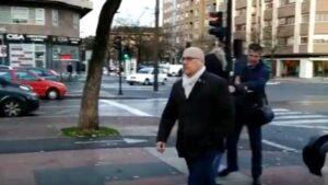 El principal condenado por el conocido como 'caso De Miguel' , Alfredo De Miguel, llega a la Audiencia Provincia de Álava