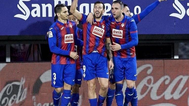 Sergi Enrich celebra su gol con el Eibar