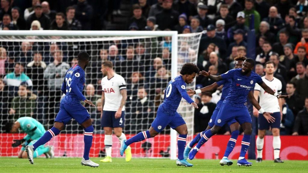 Willian celebra un gol con el Chelsea