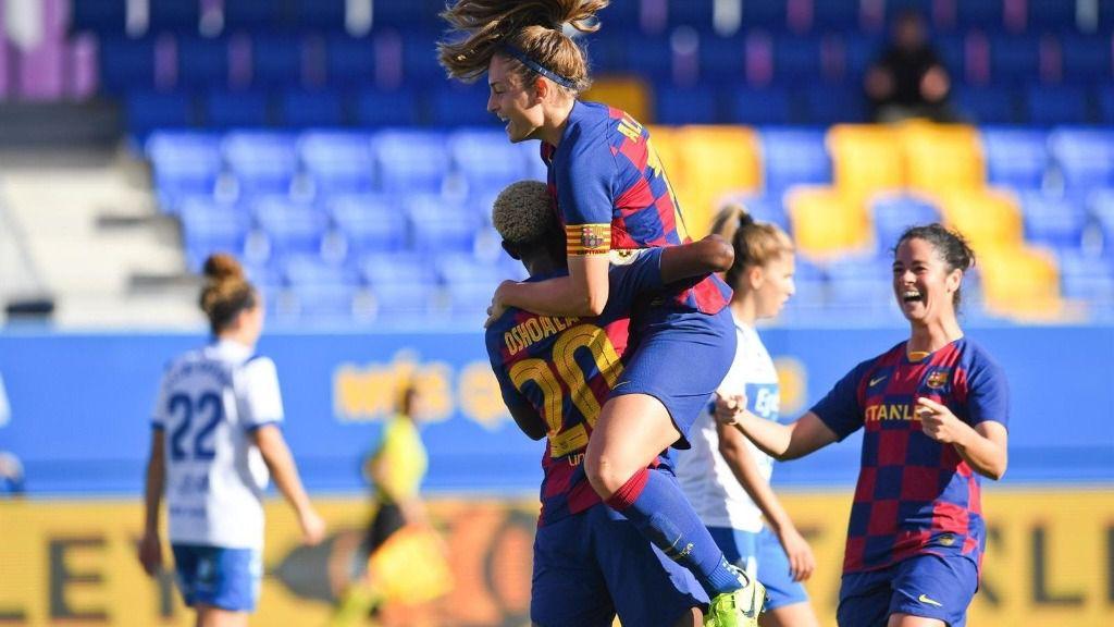 Asisat Oshoala y Alexia Putellas celebran un gol con el FC Barcelona