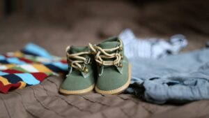 bebe nacimiento nacer familia ropa