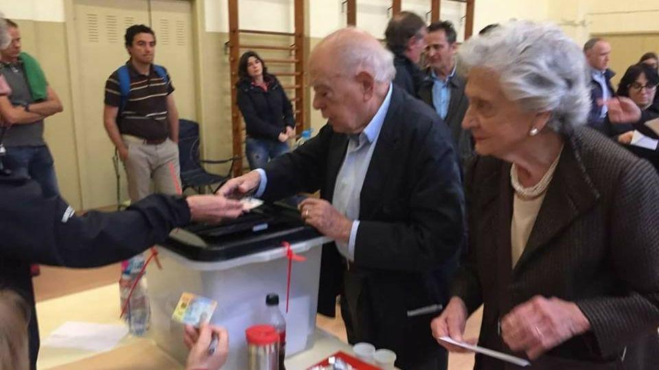 Jordi Pujol y Marta Ferrusola votando