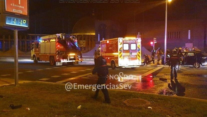 Camión de Bomberos y turismo implicados en un accidente de tráfico en Sevilla Este