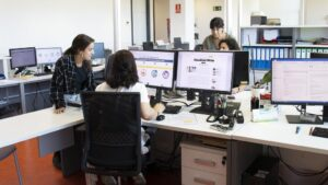 Universitarios cántabros durante sus prácticas externas