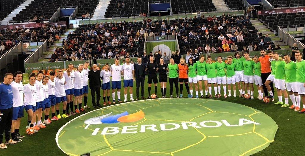 Exjugadores y jugadoras de la Primera Iberdrola golean por la igualdad