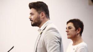 La portavoz de EH Bildu en el Congreso de los Diputados y el de ERC, Mertxe Aizpurúa y Gabriel Rufián, ofrecen una rueda de prensa horas previas a la segunda votación para la investidura del candidato socialista a la Presidencia del Gobierno