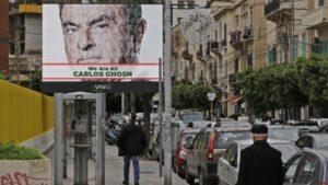 Un cartel publicitario en apoyo del expresidente ejeuctivo del grupo automovilístico Nissan Carlos Ghosn, fotografiado en Beirut el 6 de diciembre de 2018
