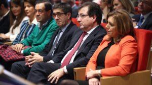 atxi López y Susana Díaz en la presentación del libro del hijo de Guillermo Fernández Vara El desafío del cambio