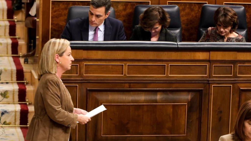 La diputada de Coalición Canarias, Ana Oramas, tras su intervención en la primera sesión del debate de investidura del candidato socialista a la Presidencia de Gobierno en la XIV Legislatura en Madrid (España), a 4 de enero de 2020