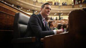 El presidente de Gobierno en funciones y secretario general del PSOE, Pedro Sánchez, sentado en su escaño en el Congreso de los Diputados