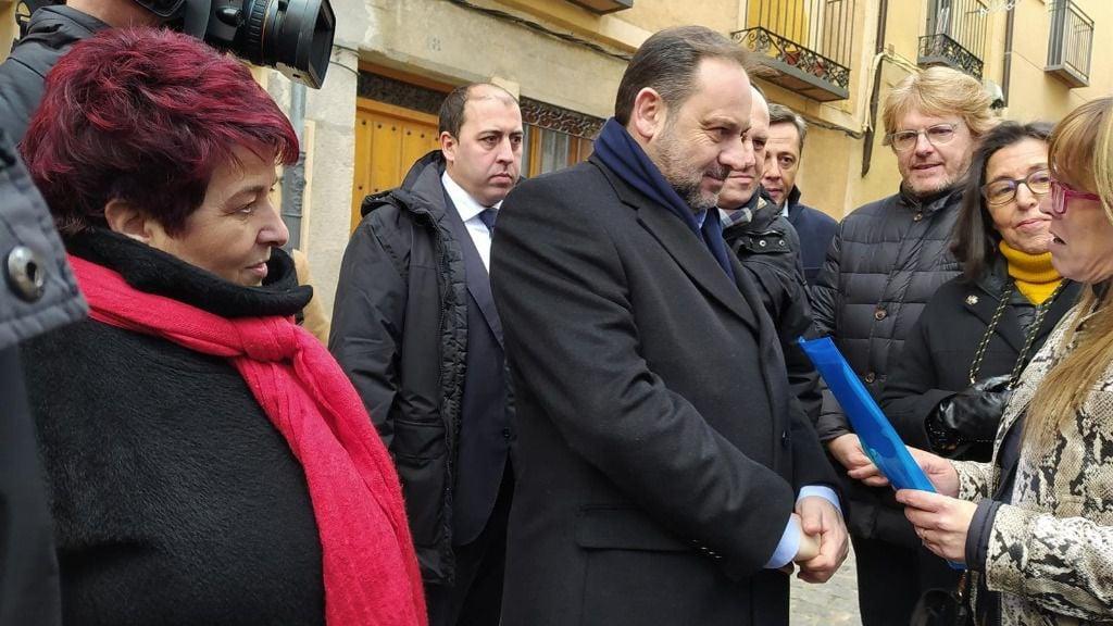 José Luis Ábalos, en Segovia, con miembros de la plataforma por la gratuidad de la AP-6.