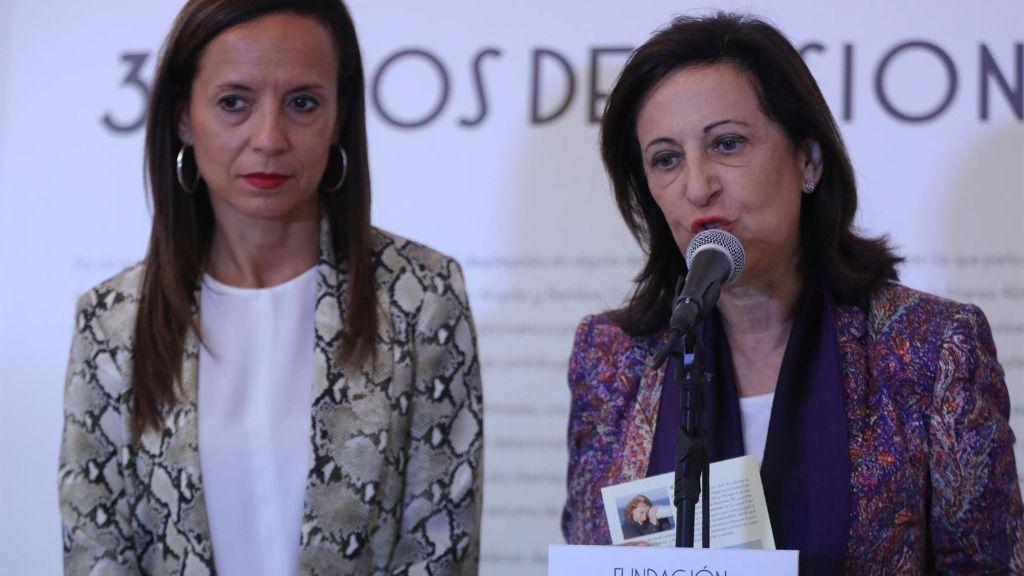 La presidenta de la Fundación Pablo Iglesias, Beatriz Corredor y la ministra de defensa, Margarita Robles