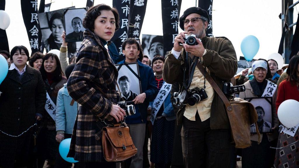 """Una escena de la película """"Minamata"""", en la que el actor estadounidense Johnny Depp interpreta al fotógrafo W. Eugene Smith y que será exhibida en la próxima edición de la Berlinale"""