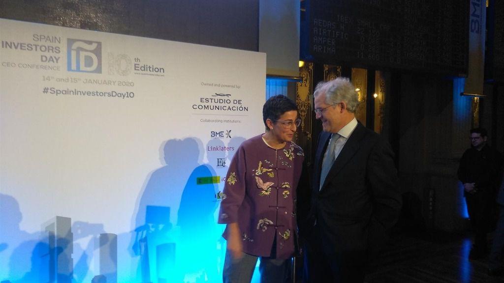 La ministra de Asuntos Exteriores, UE y Cooperación, Arancha González Laya, y el presidente de la CNMV, Sebastián Albella