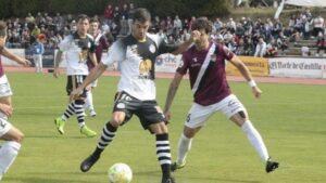 De la Nava, jugador del Unionistas de Salamanca, en un partido de esta temporada