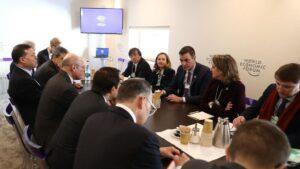 Reunión del presidente del Gobierno, Pedro Sánchez, con grandes inversores