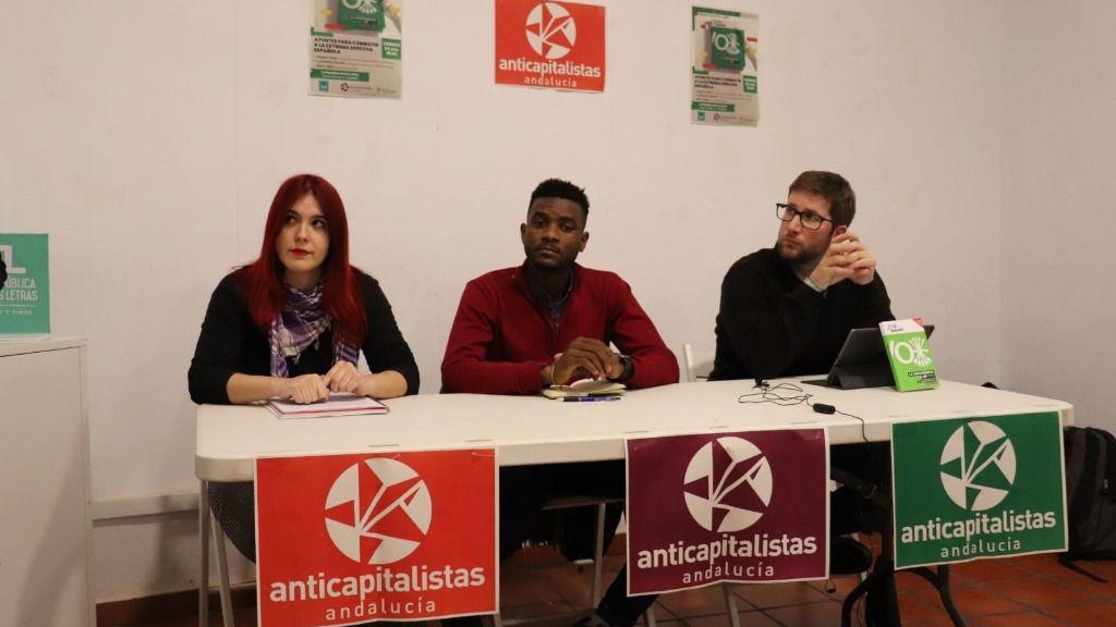 Miguel Urbán (dcha.) en la presentación de su libro en Córdoba, junto a Luzmarina Dorado y Sani Ladan