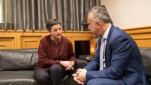 La ministra de Asuntos Exteriores, Unión Europea y Cooperación, Arancha González Laya, se reúne con el presidente del Gobierno de Canarias, Ángel Víctor Torres