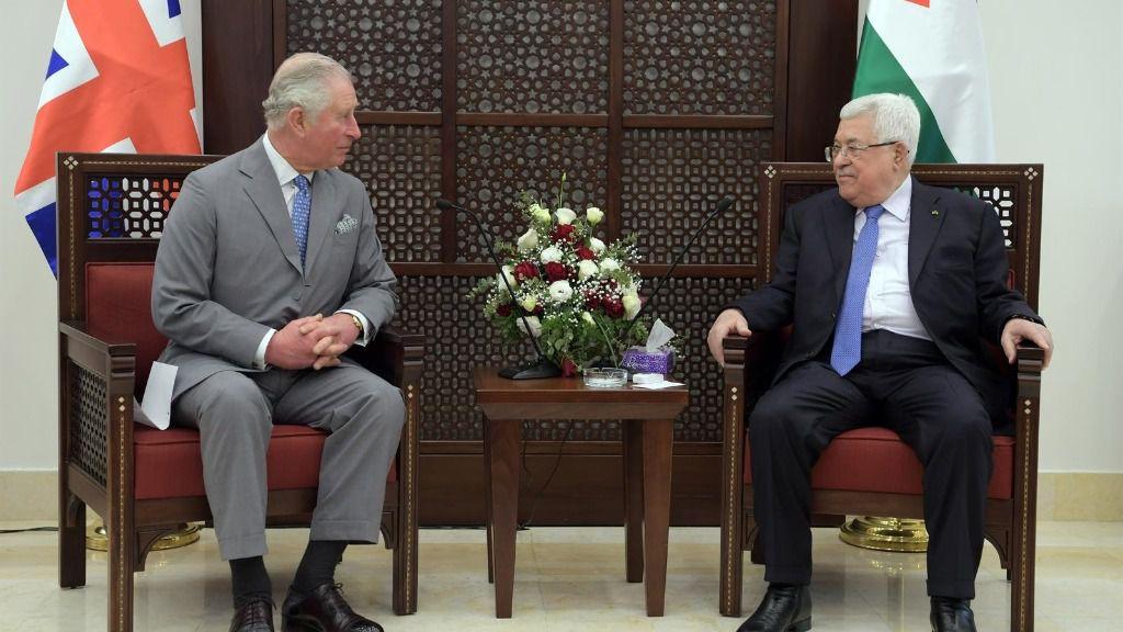 El presidente de la Autoridad Palestina, Mahmud Abbas, se reúne con el príncipe de Gales, Carlos de Inglaterra, en Belén