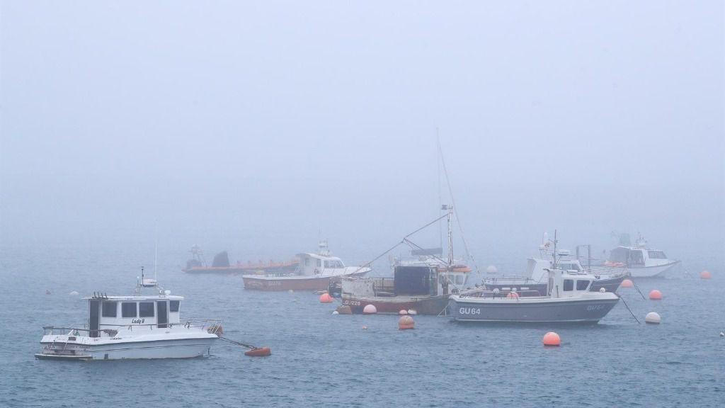 Barcos en el puerto de Guernsey, Reino Unido