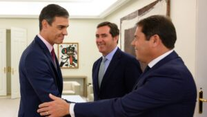 Pedro Sánchez, Antonio Garamendi y Gerardo Cuerva