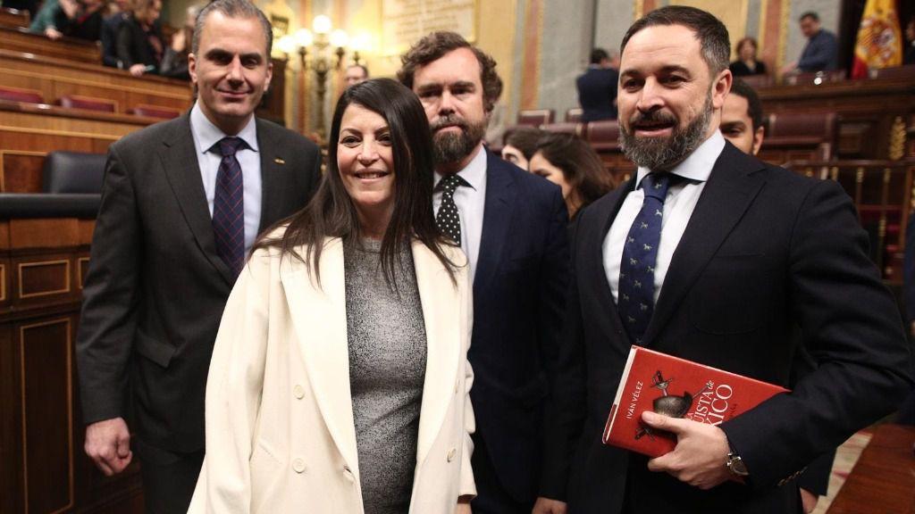 Los diputados de Vox Javier Ortega Smith, Macarena Olona, Iván Espinosa de los Monteros y Santiago Abascal en el Congreso de los Diputados