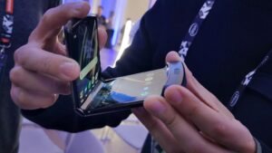 El teléfono con pantalla flexible Motorola Razr