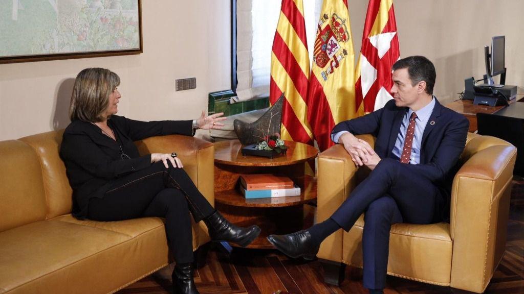La presidenta de la Diputación de Barcelona, Núria Marín, y el presidente del Gobierno, Pedro Sánchez, reunidos en la Diputación de Barcelona este viernes 7 de febrero de 2020