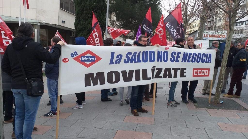Concentración de trabajadores de Metro en los Juzgados de Plaza Castilla ante el problema del amianto