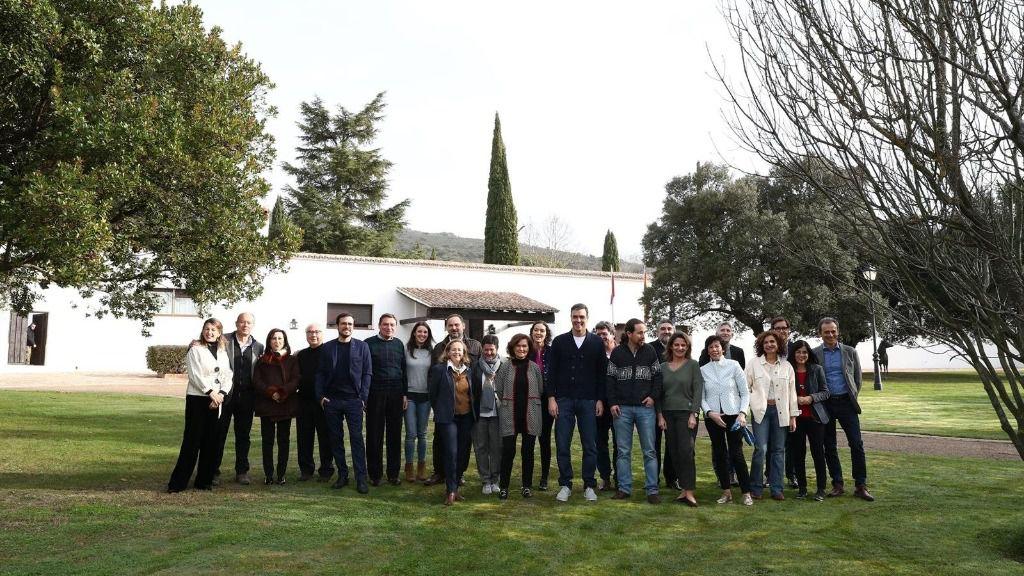 Pedro Sánchez y los ministros que componen el Ejecutivo en la finca estatal de los Quintos de Mora