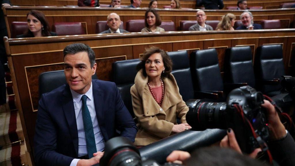 El presidente del Gobierno en funciones, Pedro Sánchez y la vicepresidenta del Gobierno en funciones, Carmen Calvo