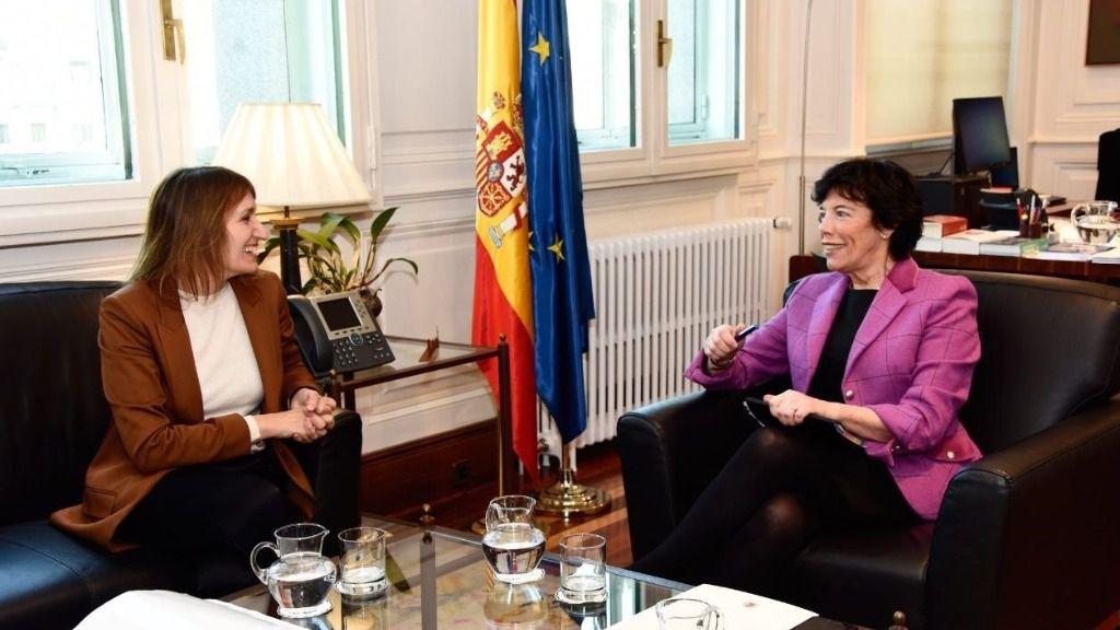 La ministra de Educación y Formación Profesional, Isabel Celaá, junto a la consejera de Educación de Castilla y León, María del Rocío Lucas